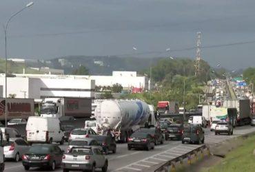 Caminhoneiros prometem greve dia 1º de novembro em prol da redução do preço do diesel